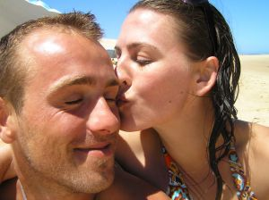 1141554_girl_kissing_boy