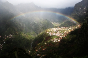 1249444_rainbow_over_valley
